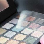Palette de maquillage et pinceaux